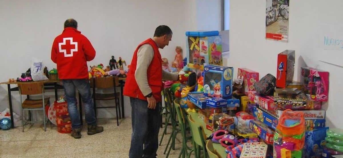 Magos Voluntarios En De Roja Ayudan A Extremadura Reyes Cruz Los tshxdQrC